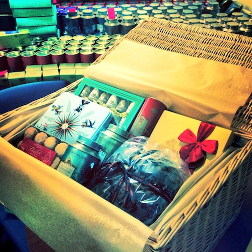 gift wrapping hamper baskets
