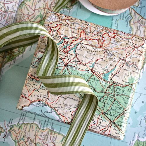 map gift wrapping