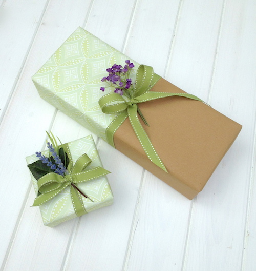 Ideas For Wedding Gift: Wrapping A Wedding Gift And Making It Stand Out On The