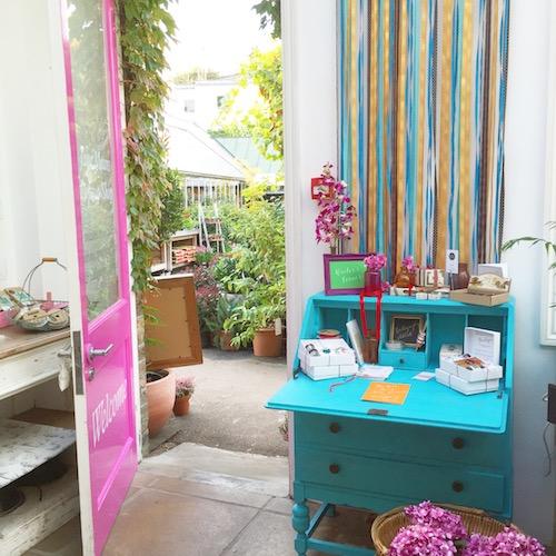 Turquoise bureau